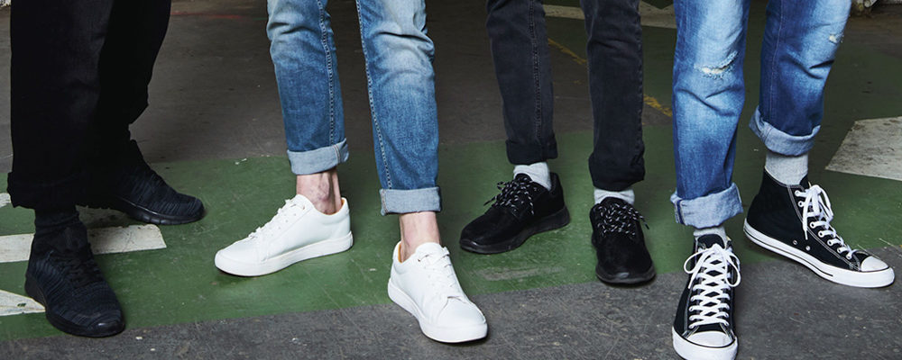 How to Wear Jeans with Sneakers